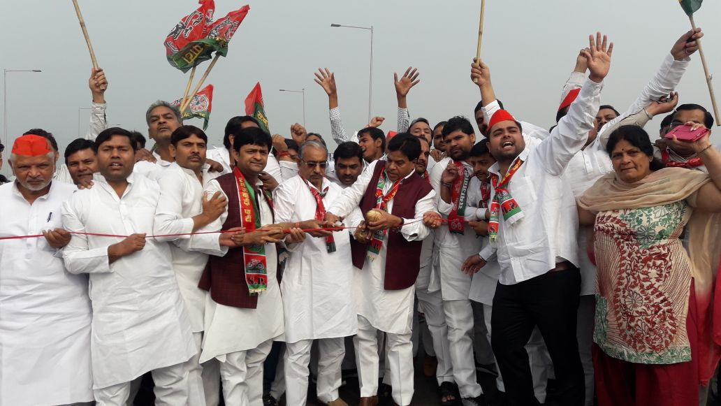 Gzb SP workers storm Hindon elevated road, inaugurate it forcibly