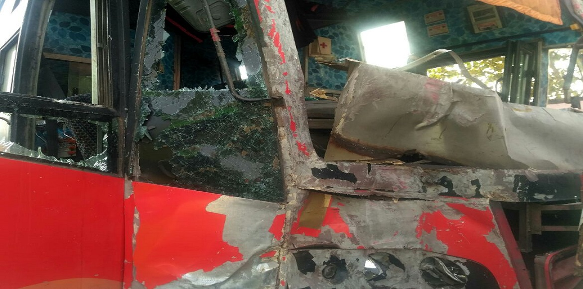 Noida: Two buses collide head-on at traffic signal