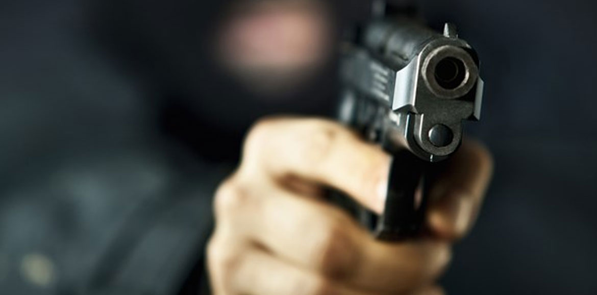 Shocking! Traders robbed at gunpoint on Dwarka Gur