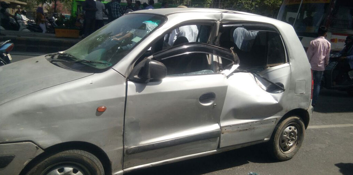 Breaking: Over five injured as metro girder smashes into car, auto in Ghaziabad