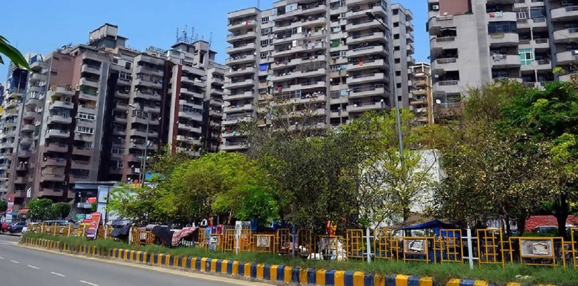 SC asks Amrapali builder to finalise projects for