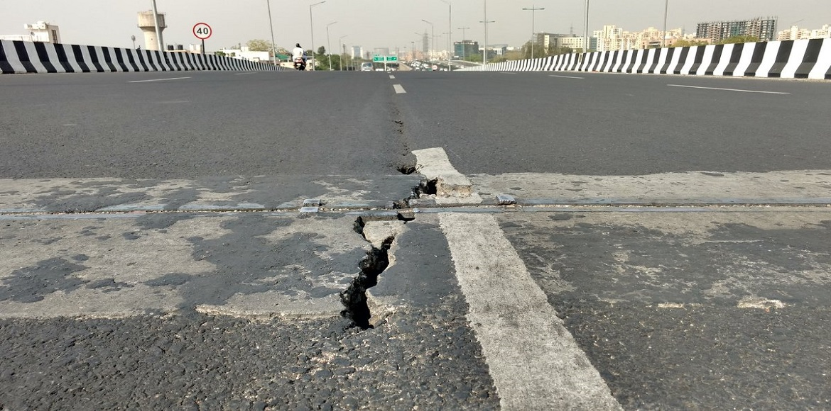 Gurgaon: Commuters express disbelief over cracks on elevated roads