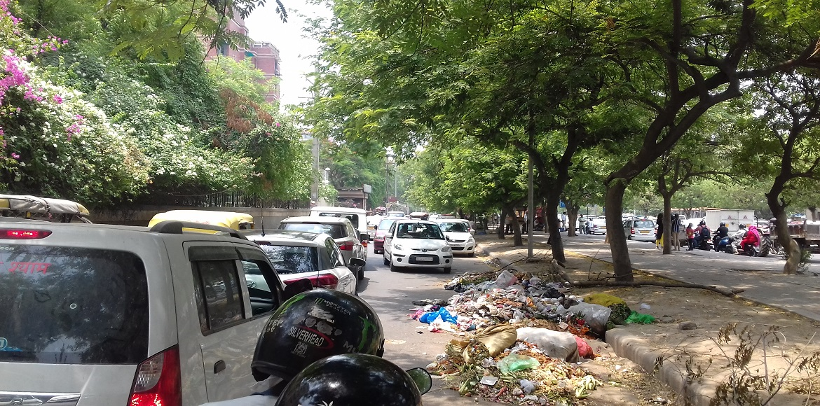 Dwarka: People blame SDMC's indifference for scattered garbage in open areas