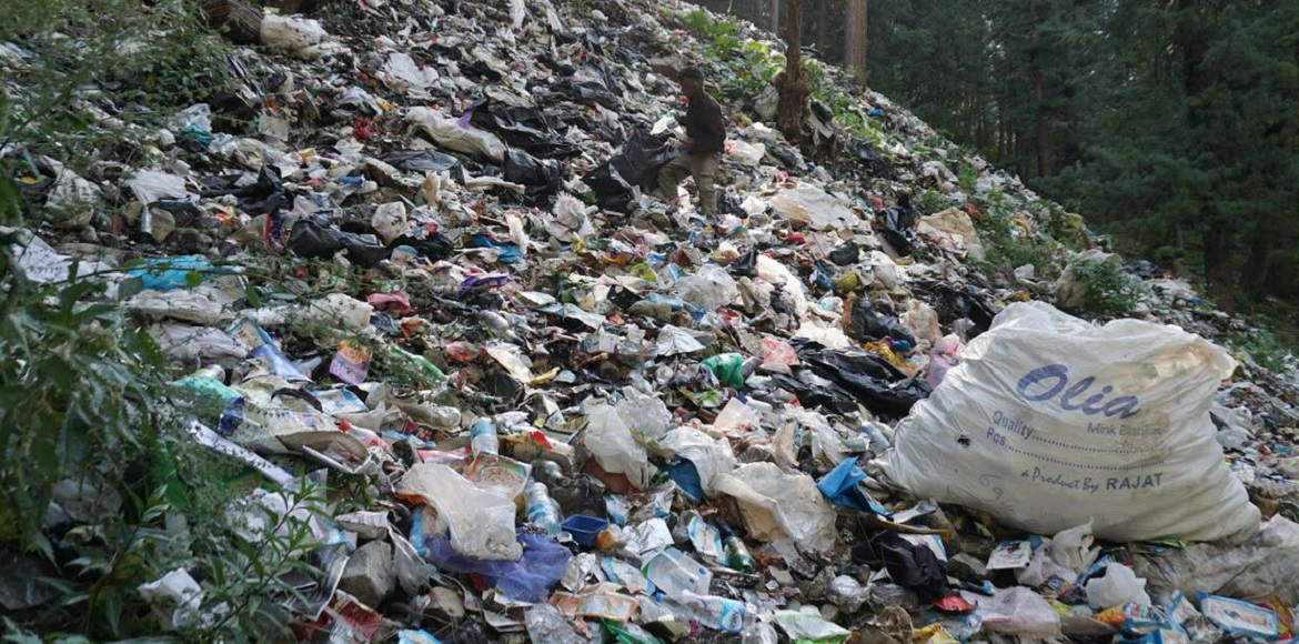 MCG concessionaire to pick up garbage piled after sanitation workers strike