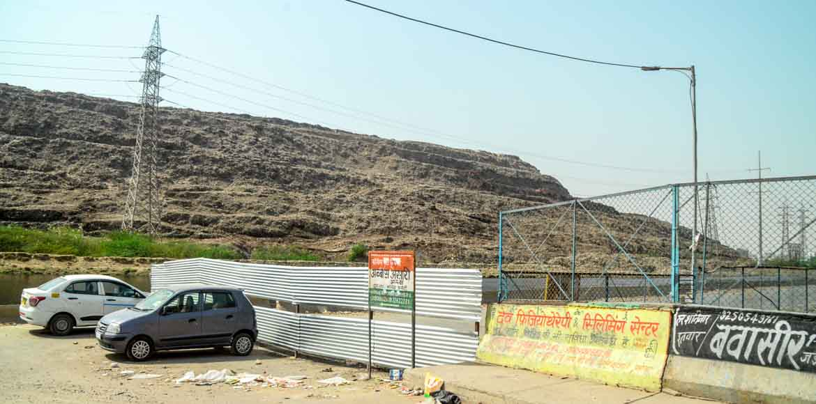 EDMC blocks road adjacent to Ghazipur landfill site