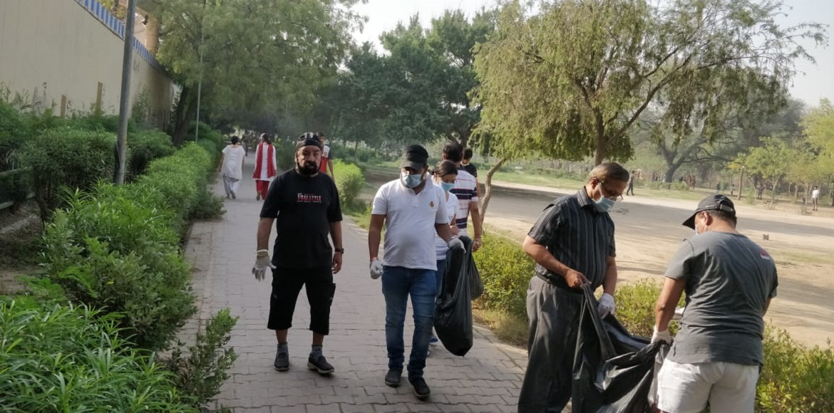 Dwarka: Residents involved with Green Circle participate in cleaning drive