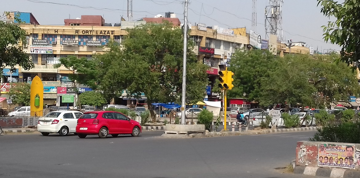 Dwarka: People struggle with faulty traffic signal