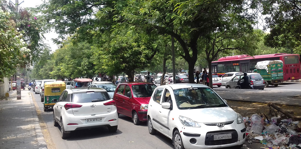 Dwarka: Traffic congestion on service lanes enhance woes of residents