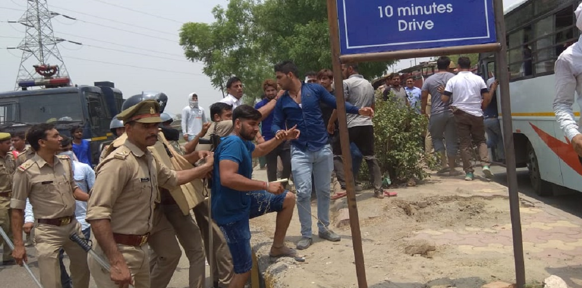 Noida landfill issue: Urban, rural residents divide over ways of protest