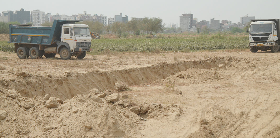 Noida runs short of place to get rid of waste after NGT bars dumping at Sec-54