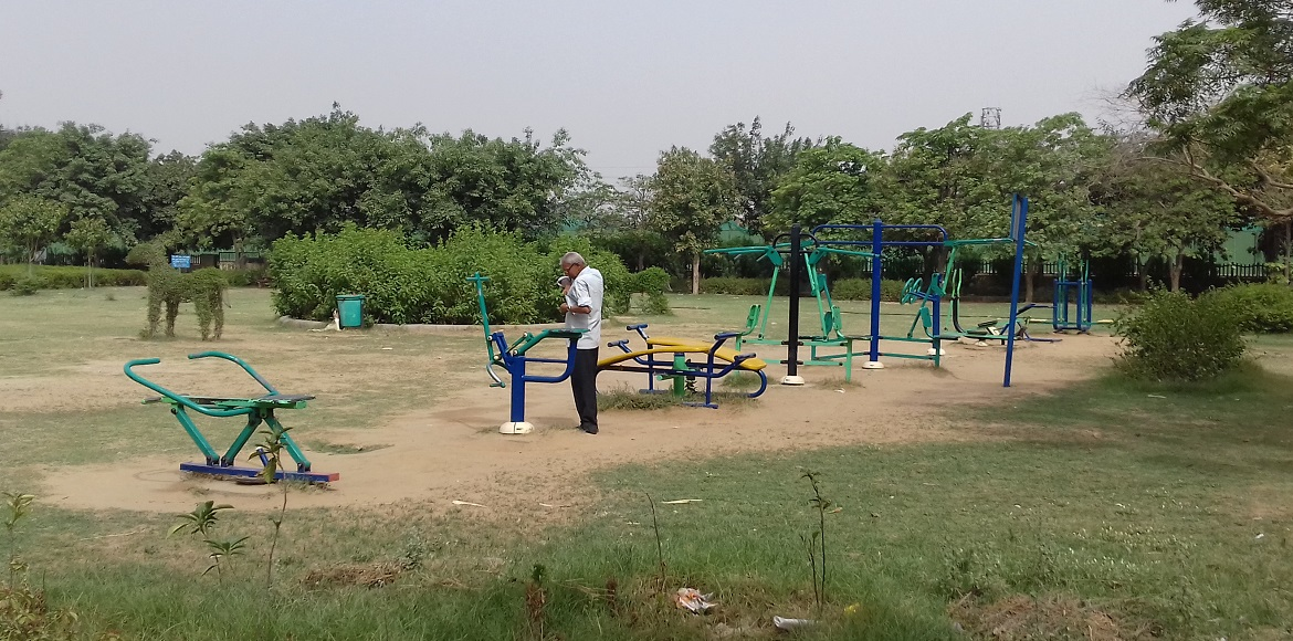 Dwarka: People get injured by using ill-maintained equipments in open gyms