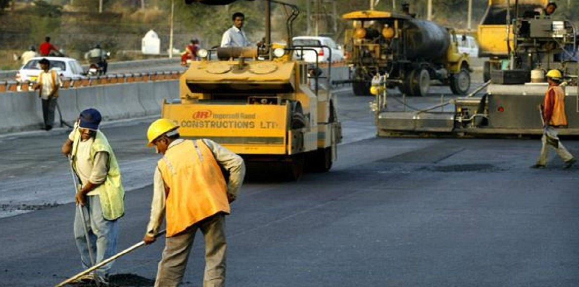 Traffic police halt repair work of service lanes on Delhi-Gurgaon Expressway