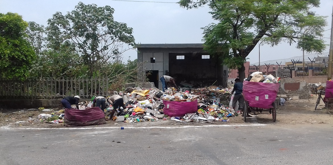 Dwarka: SDMC's ill-maintained dhalao makes life difficult for people