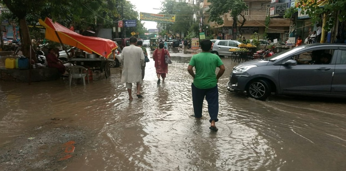 PHOTO KATHA: Heavy rains cause water logging on roads in Dwarka