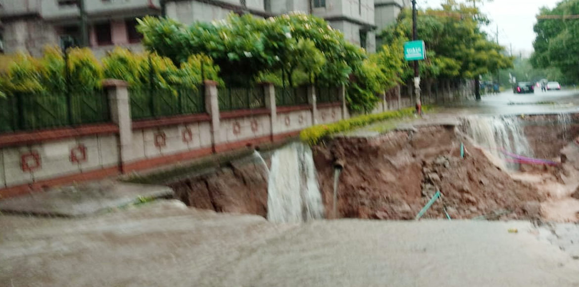 Vasundhara: Road caves in near Vartaklok Society a