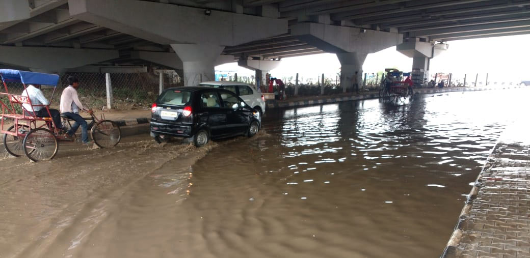 Rain causes water logging, traffic jam near Ghazipur market area