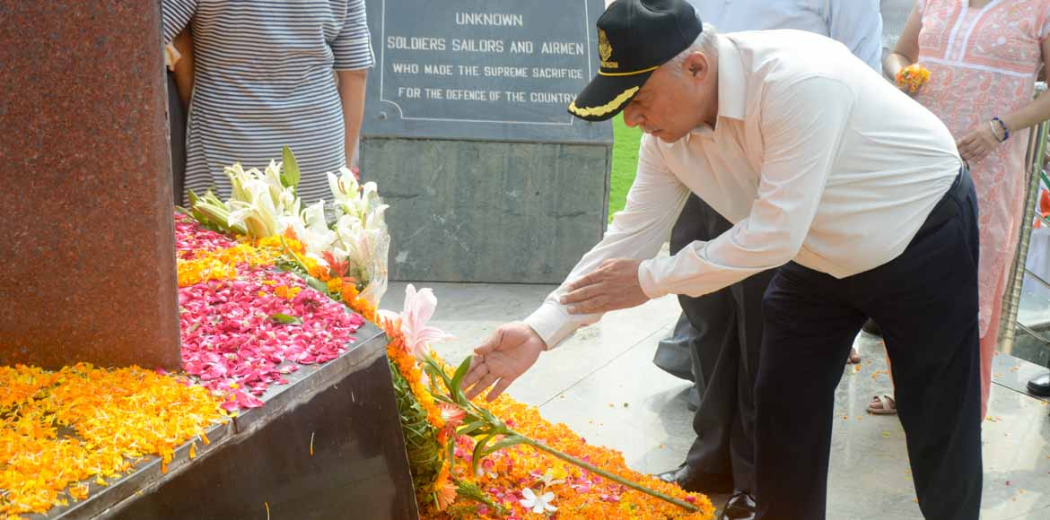 I-Day: Army men, NOKs of martyrs offer floral tributes at Noida Shaheed Smarak