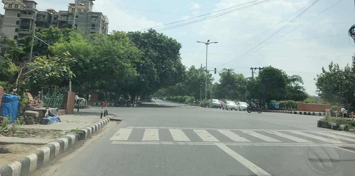 Traffic signal near Crescent Apartments in Sector