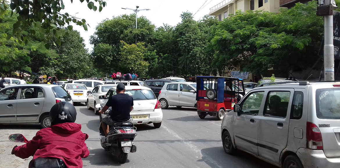 Illegal parking creates traffic chaos on Dwarka roads