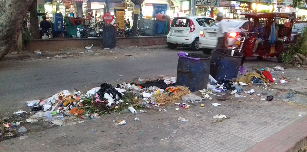 Apathetic SDMC fails to clean filth around market areas in Dwarka