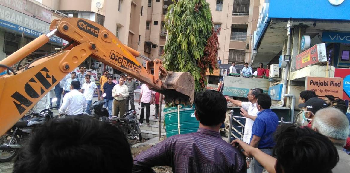 GDA clears out encroachment from the market around Jaipuria Sunrise Greens