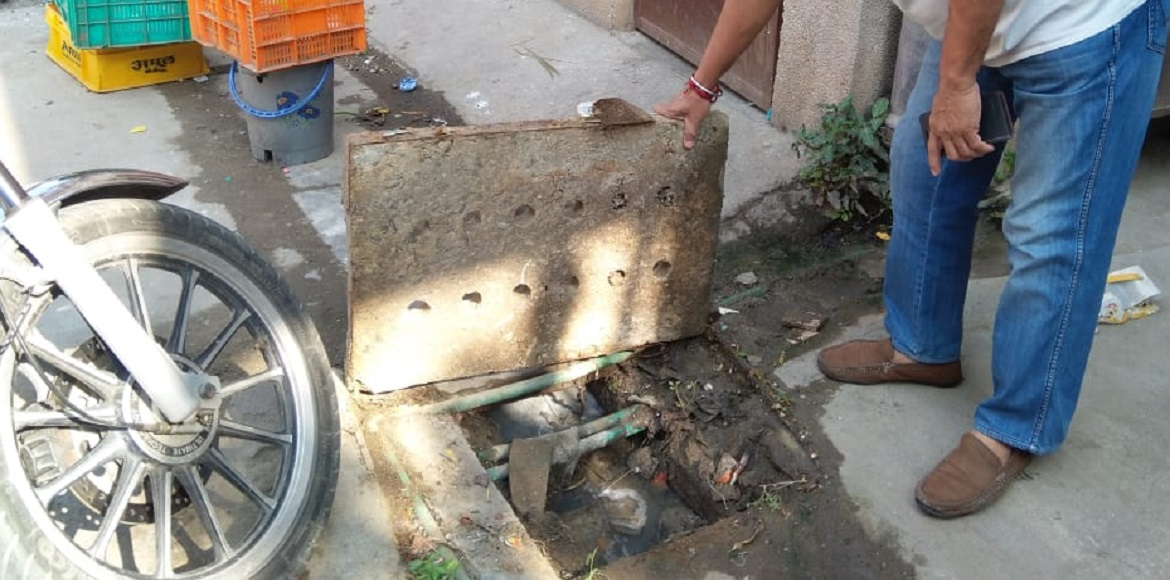 Dwarka: Faulty storm water drains become nuisance at Metro View Apartments