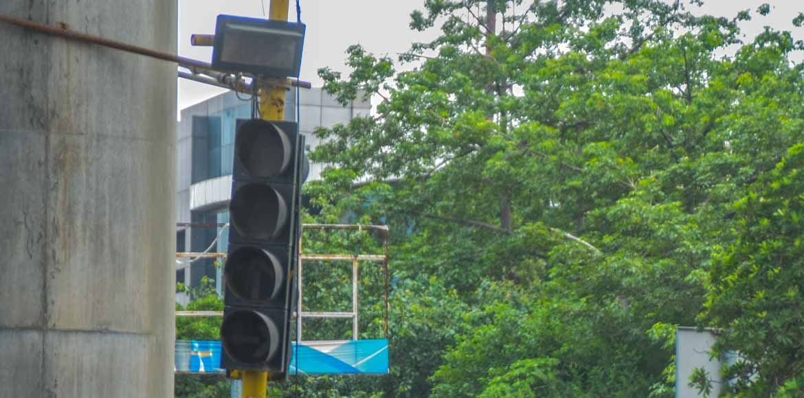 Faulty traffic signals make commuters vulnerable in Noida
