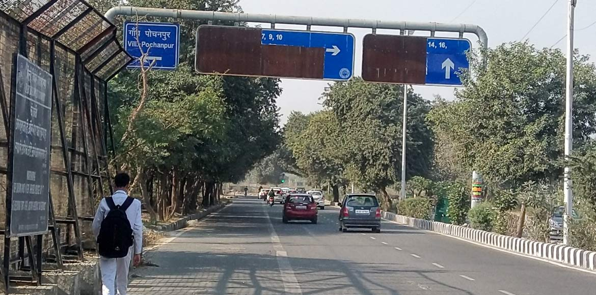 Dwarka: Damaged direction boards confuse commuters