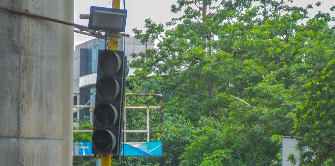 Stuck at non-working traffic signal in Noida? Call the helpline