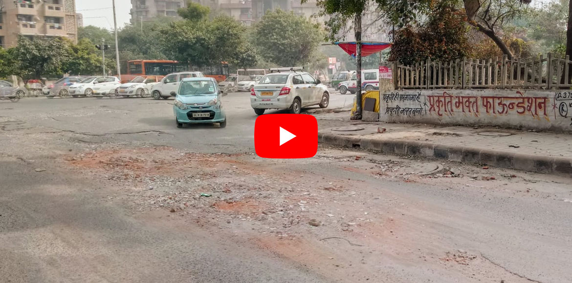 WATCH: Road at Rudra Crossing poses serious danger to commuters in Dwarka