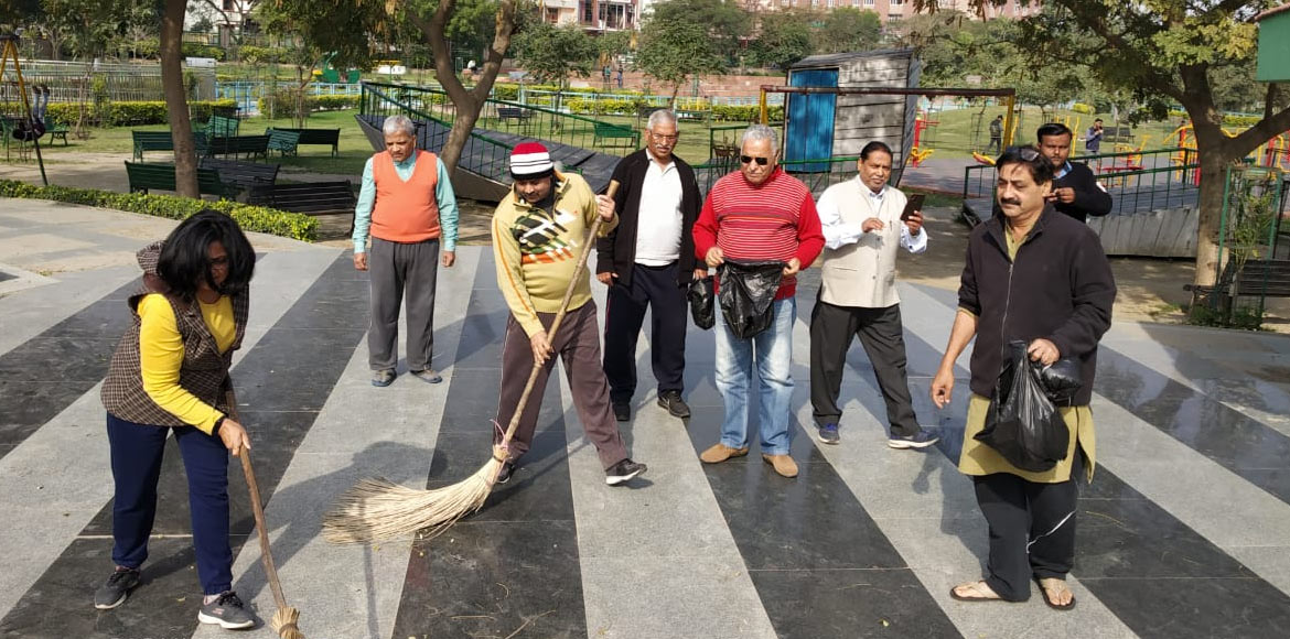 Noida: Sector 51 RWA carries out cleanliness drive in the area