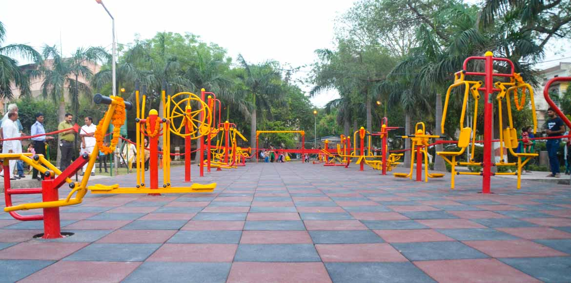 Noida MLA inaugurates open gym at Sec 74 park