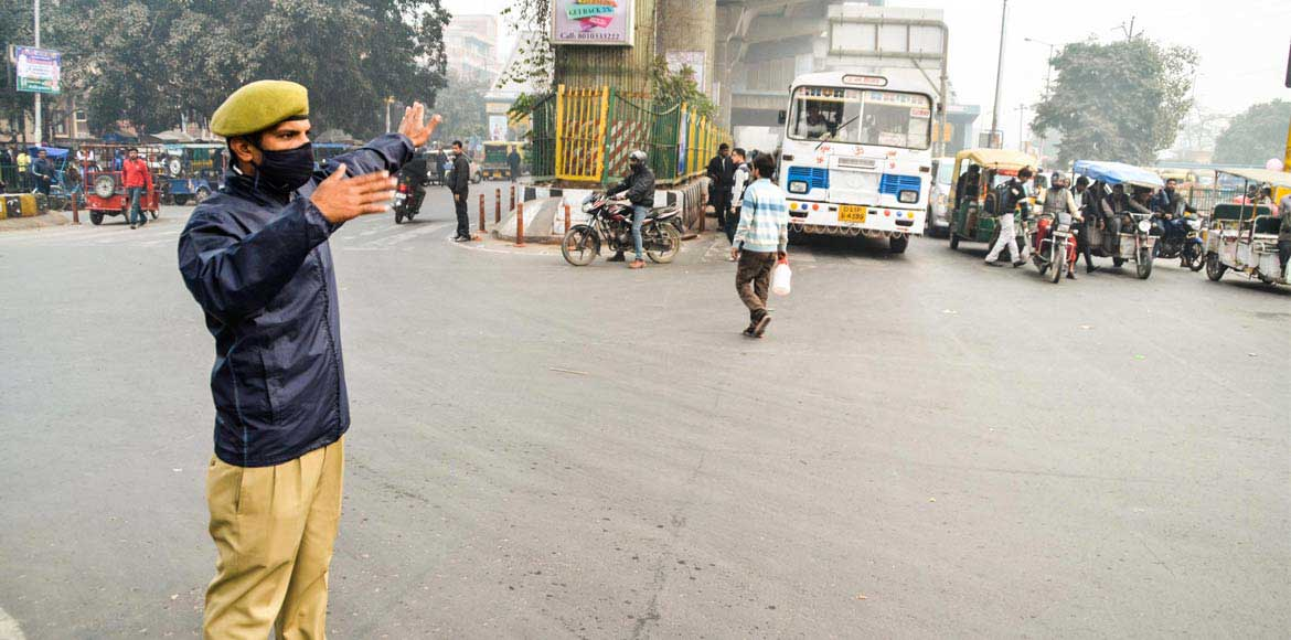 Traffic inspectors deployed at key intersections in Noida to ease congestion