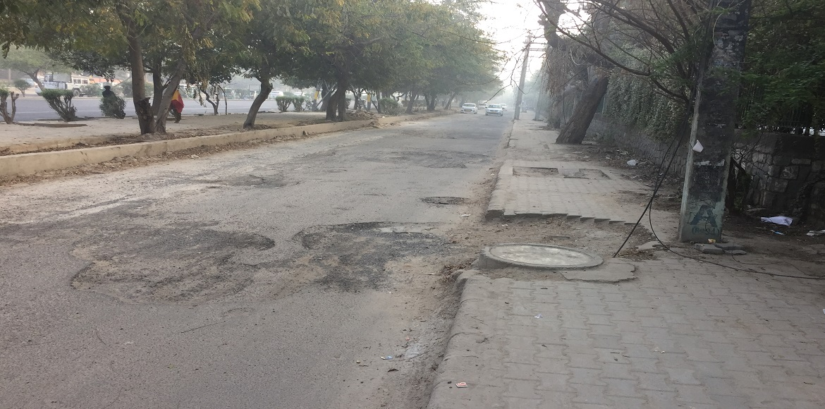 Dwarka: Bad condition of service lane in Sector 7 irks residents