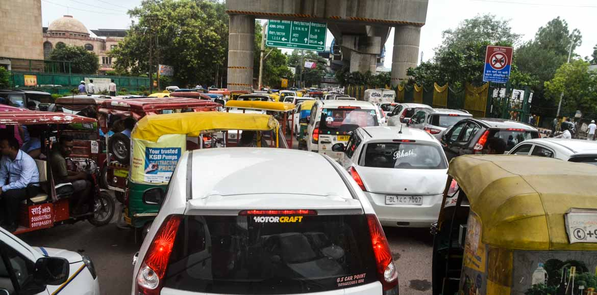 Noida Authority starts drive against illegal parking, roadside encroachments