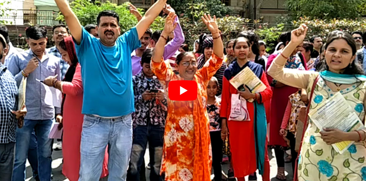 Parents protest against fee hike by Modern Public