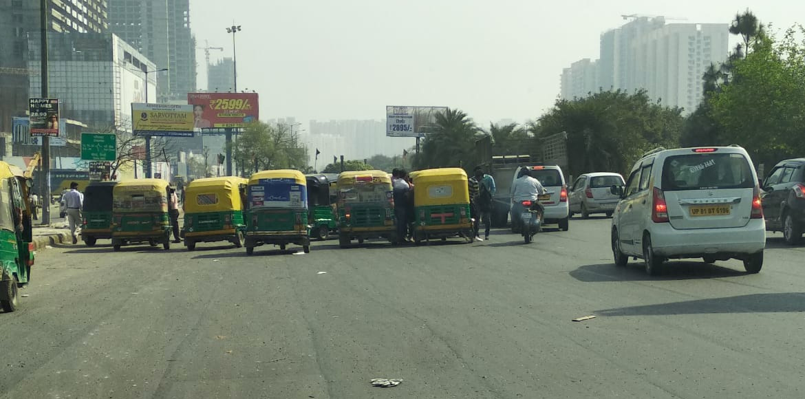 Autorickshaw menace causes traffic jams at Kishan Chowk in Noida