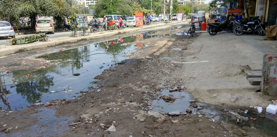 Overflowing sewer water affects residents of Dwarka sector 8
