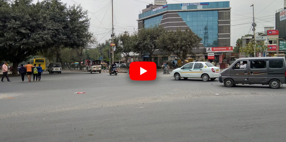 An intersection in Dwarka that poses grave danger to all! WATCH VIDEO