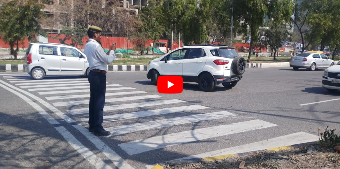 WATCH: Traffic police gets novel by taking picture
