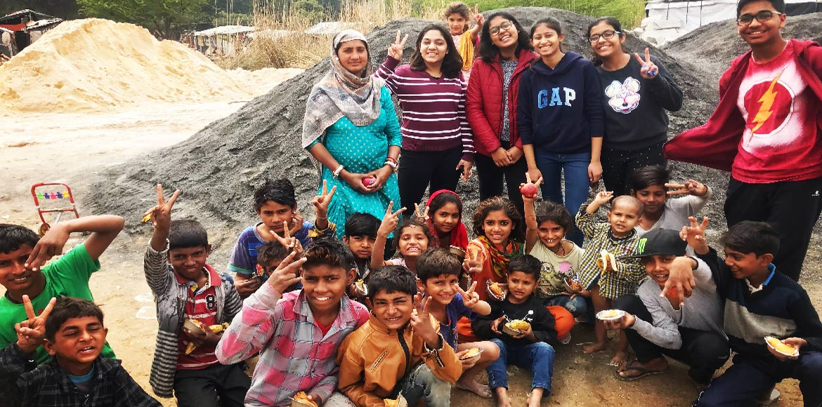 Gurugram: Suncity teenagers show the way by feeding 100 slum kids every week!