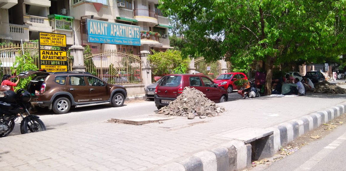 Dwarka: Muck left on roads after desilting in Sector 4 irks residents