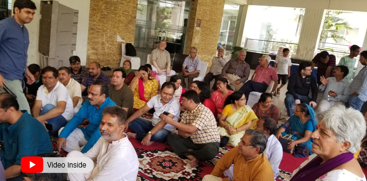 Noida: Residents of Gardenia Glory pray for immedi