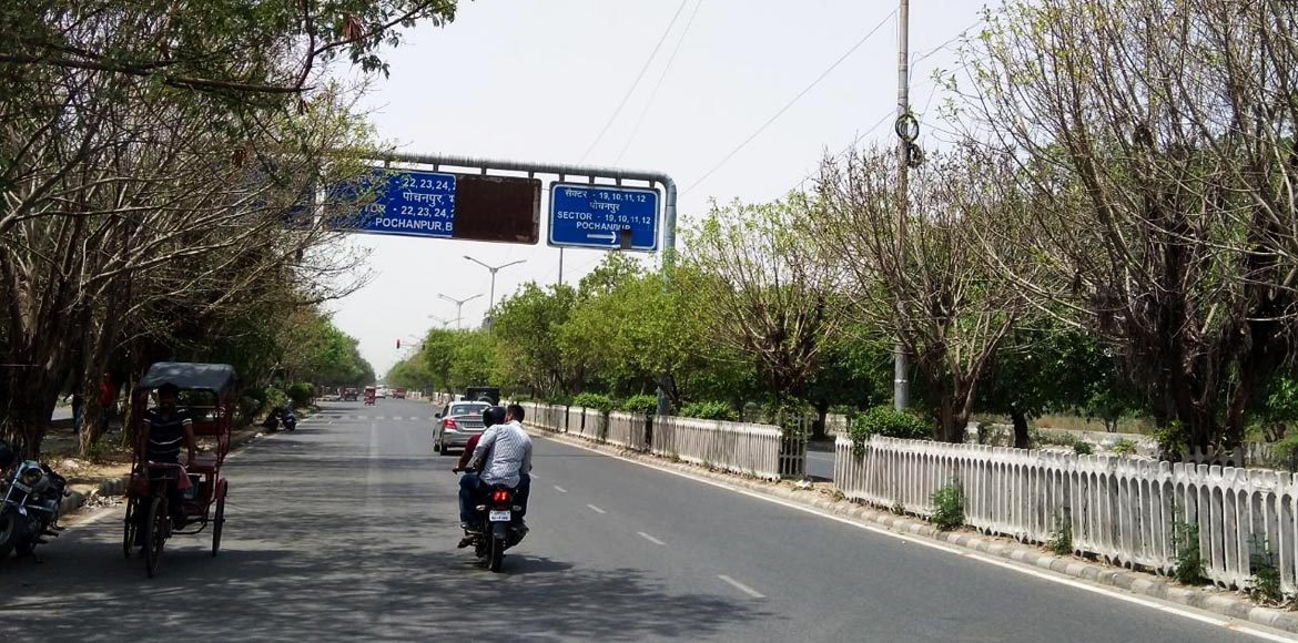 Damaged signboards leave commuters in Dwarka directionless