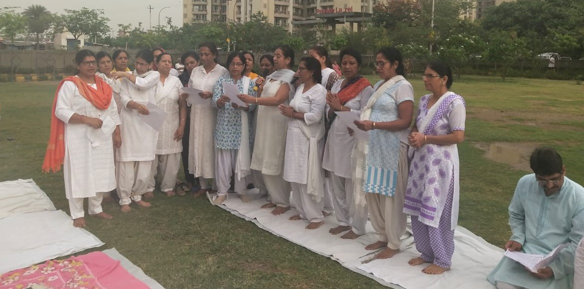 Noida: Residents of Prateek Laurel, Amrapali Zodiac participate in yoga camp