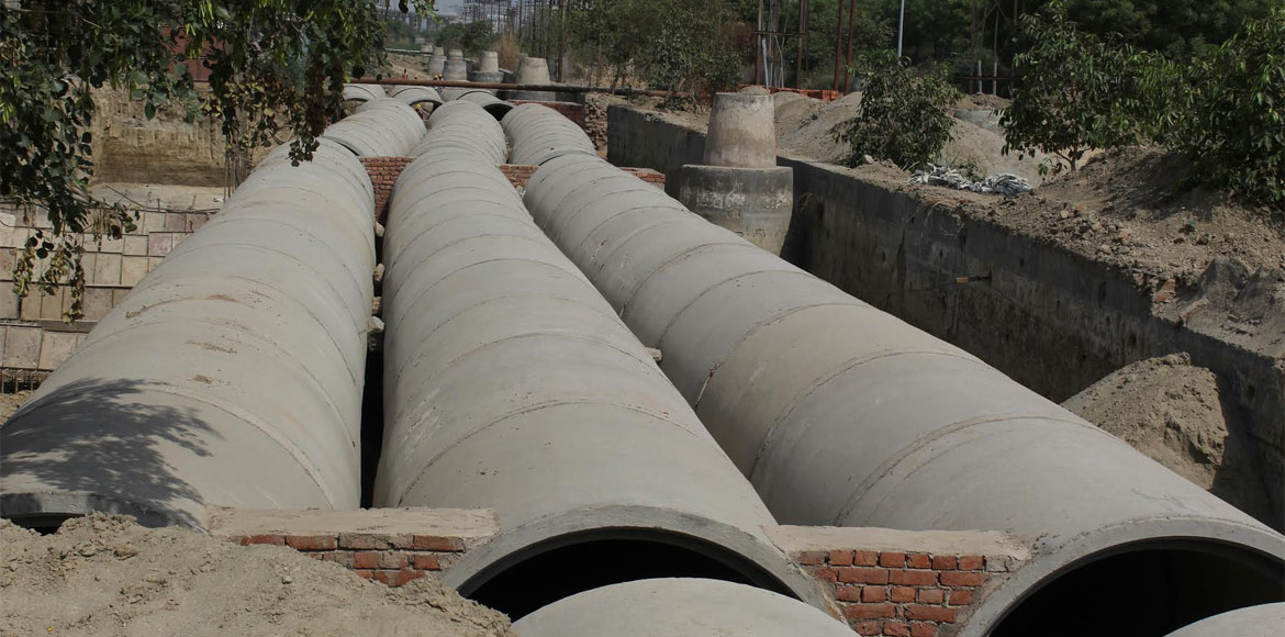 Gurugram: GMDA pipeline near Pioneer Park damaged by 'tanker mafia'