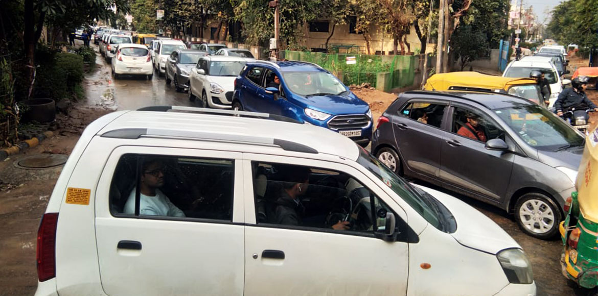Gurugram: Traffic jams at Sec 22B's main entry road irk commuters; seek relief