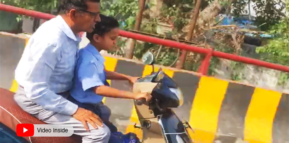 Ghaziabad: Video of a minor boy riding scooty goes viral!