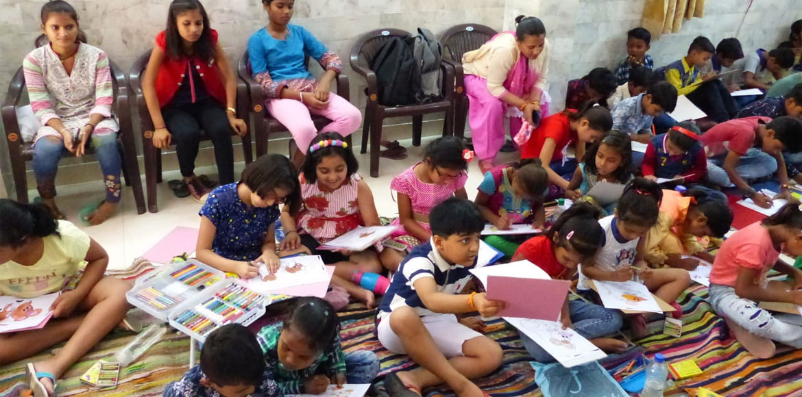 Dwarka kids draw, sketch and paint to save environ