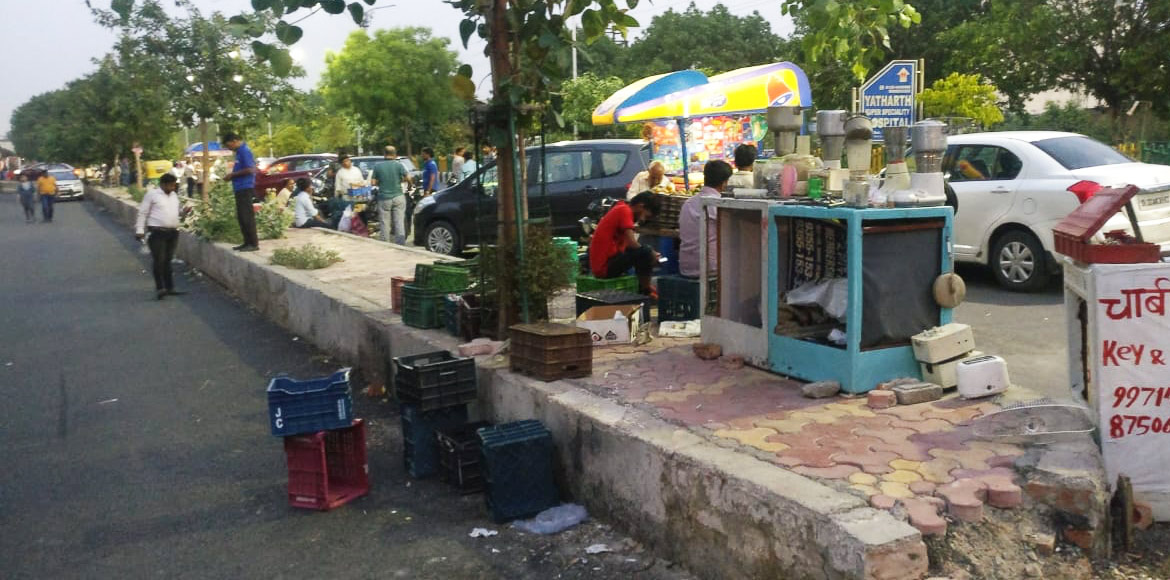 Lotus Panache: Edgy over mushrooming of hawkers, residents file police complaint